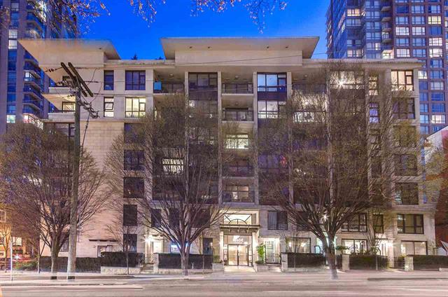 Spacious 1 BedRoom + Den Unit in the Middle of Downtown
