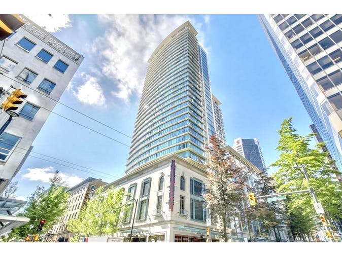 "Nicely renovated 2 level, "" Live & Work "" condo in the prime Biz District of Downtown Vancouver"