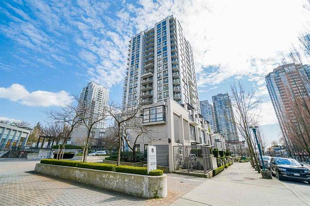 Immaculate 1 bedroom condo with great Mountain views in Coquitlam Centre!
