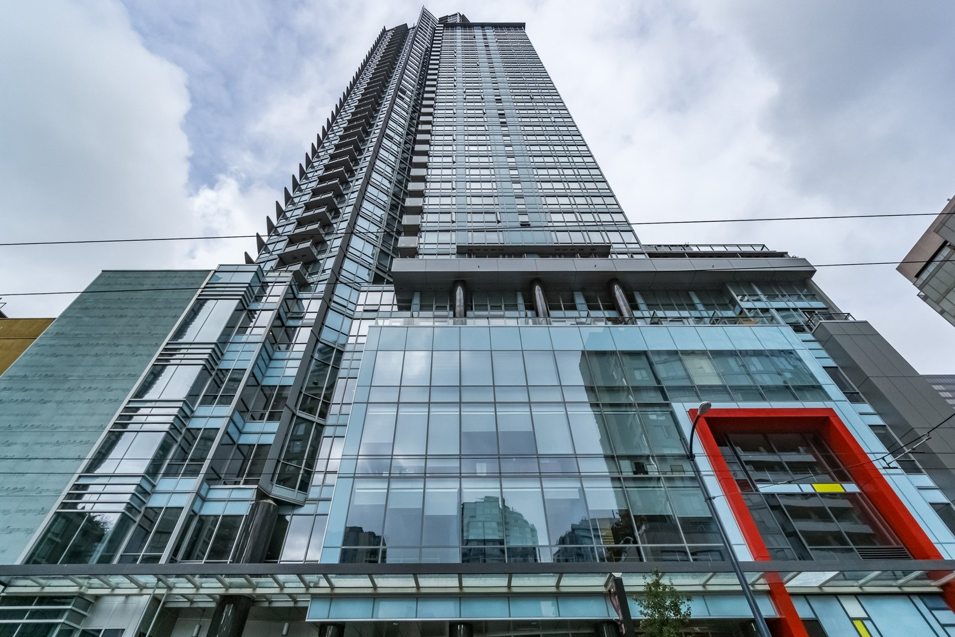 """""""Capitol Residences""""  fabulous, Spacious 1 Bedroom+ sol. condo in the middle of Downtown Condo"""
