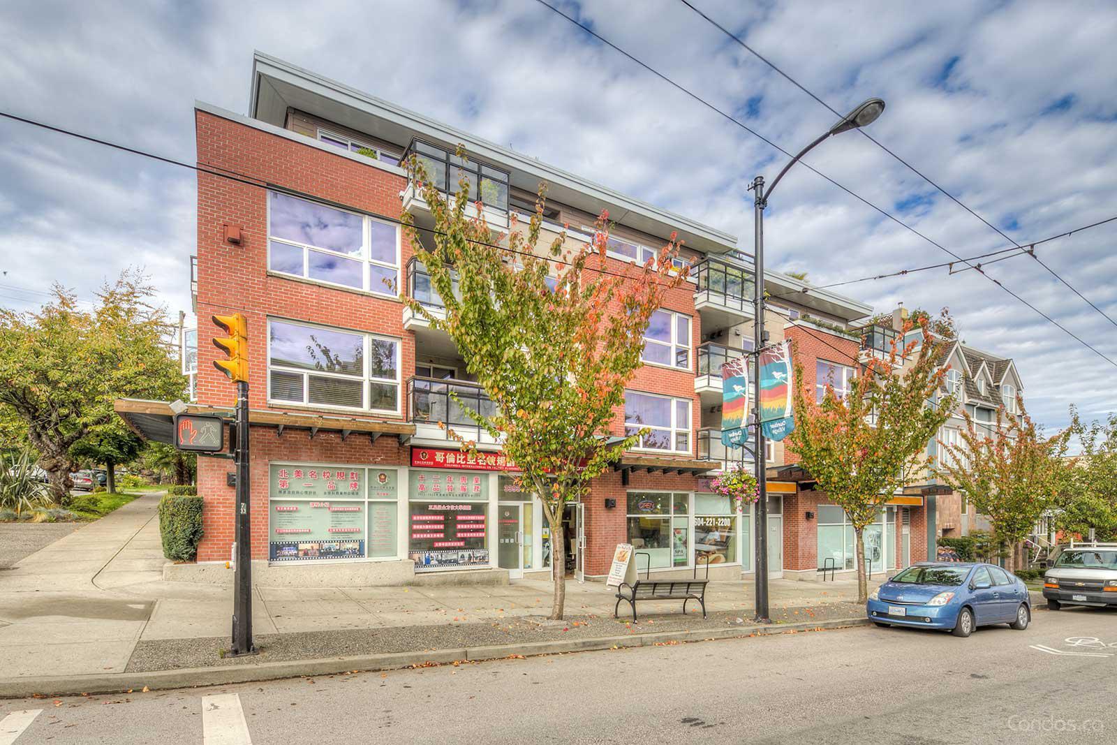 """""""Pariz on Dunbar !"""" spacious 1 bedroom + Den Condo Vancouver West!"""