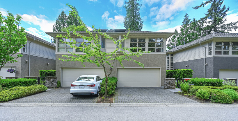 Duplex style, Luxury Townhome on the most desirable Area in North Vancouver !!