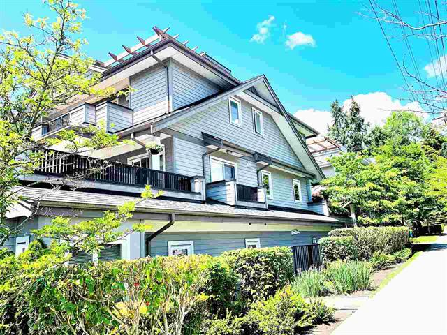 """""""ST. ANDREWS GARDEN"""", Very well located Townhome in the Central Lonsdale.!"""
